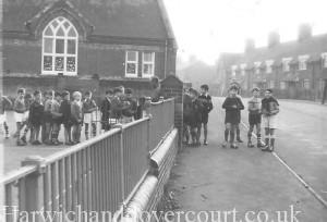 Parkeston School (c) Bob Harper